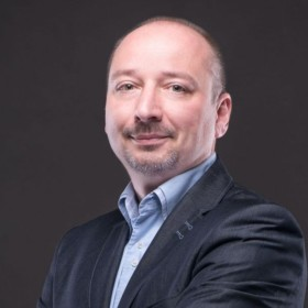 ARTUR HANC   CEO & Co-founder   ELMODIS
